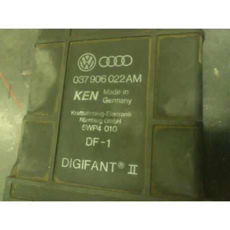 Блок управления двигателем VW Passat 1,8 B3 037906022AM