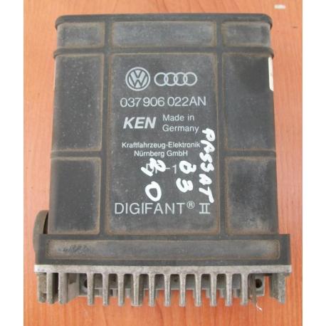 Блок управления двигателем VW Passat 1,8 B3 037906022AN